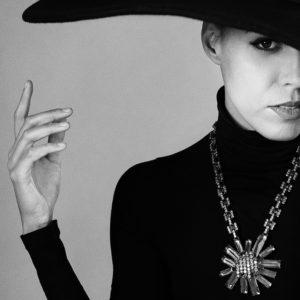 Portraitphoto einer Frau mit Hut