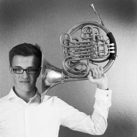 Musikerportrait des Hamburger Hornisten Constantin Glaner